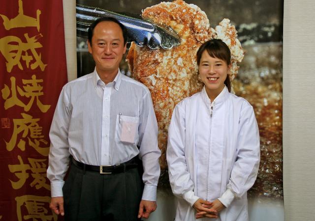 本郷鶏肉 代表取締役社長 平野拓也さん 販売部営業課主任 伊藤麻弥さん